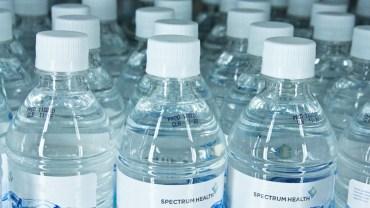 Przestańcie pić wodę w plastikowych butelkach! Prawda o niej jest przerażająca!