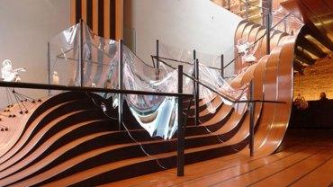 Schody już nie muszą być nudnym elementem domu! Zobacz 22 projekty, które ze schodów uczyniły małe dzieła sztuki
