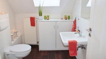 Domowe i sprawdzone sposoby na czystą toaletę. Dzięki nim nie musicie już wydawać kroci na środki czyszczące!