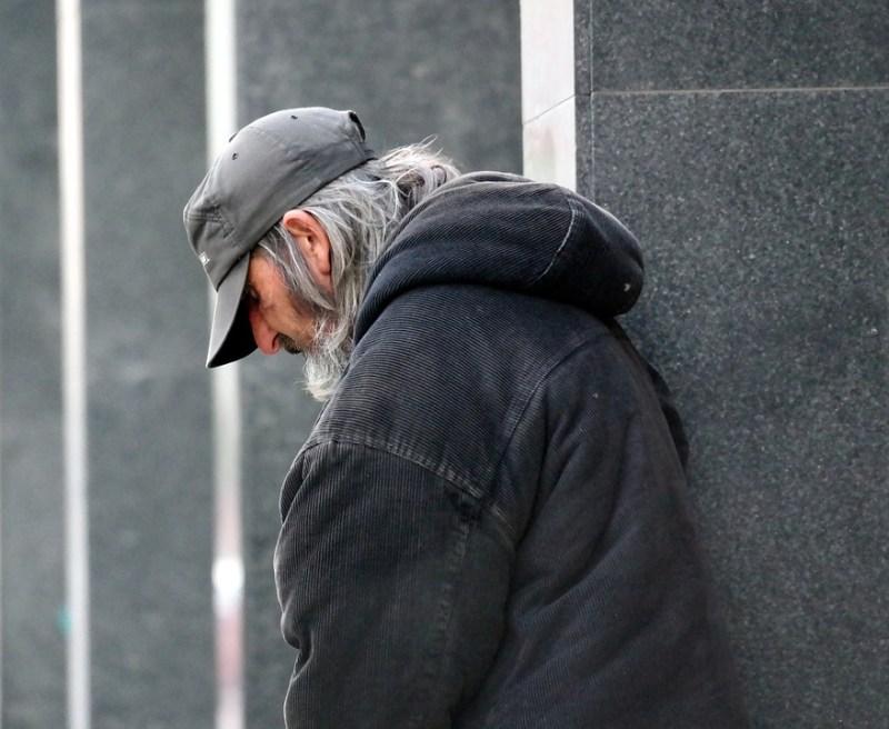homeless-813618_960_720