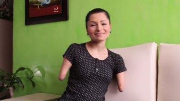 Zuly urodziła się bez rąk i nóg, ale nie załamała się i dziś inspiruje innych, udowadniając, że każdy może być szczęśliwy