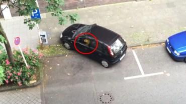 Mężczyzna nagrał z okna kobietę, która próbowała zapakować samochód. Ubaw po pachy!