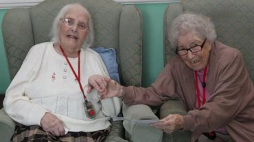 Peggy i Beryl były najlepszymi przyjaciółkami, lecz rozdzieliła je wojna. Kobiety spotkały się ponownie dopiero po... 80 latach!