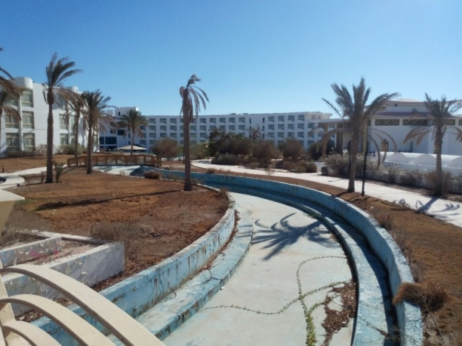 deserted-complex-raouf-hotels-13