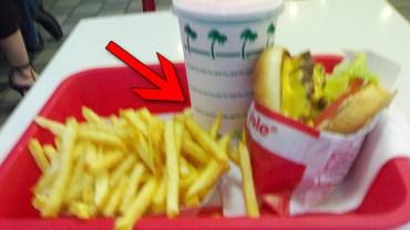 Konsument był oburzony, gdy odczytał ukrytą wiadomość pod spodem kubka w jednej z sieci fast food. Faktycznie było się, o co bulwersować?