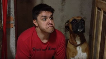 Jak bawić się z psem? O to zapytajcie Oscara Filho, który jak nikt czerpie radość z przebywania ze swoim czworonogiem