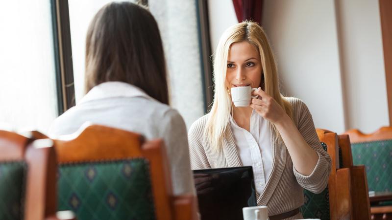 10 zasad, które pomogą ci w zdobywaniu nowych przyjaciół. Warto z nich skorzystać!