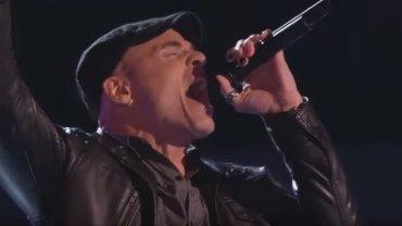 """Najlepsze rockowe występy przesłuchań w ciemno w programie """"The Voice of..."""". W tym zestawieniu znalazła się Polka!"""