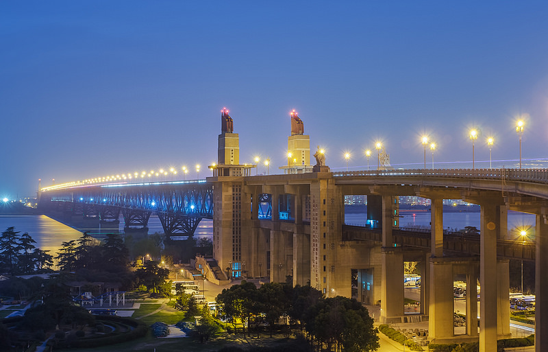 Every weekend Chen Si patrols the suicide bridge in Nanjing. For  13 years, he has managed to save more than 300 people 3