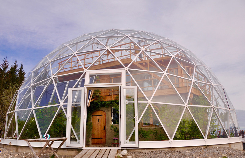They live in the Arctic Circle in this glass house. Anyone who passes by it, falls into disbelief! 3