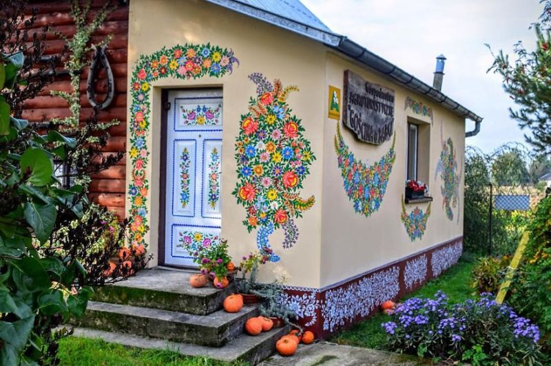 This small Polish village enchanted the world! To say it's charming is an understatement! 2