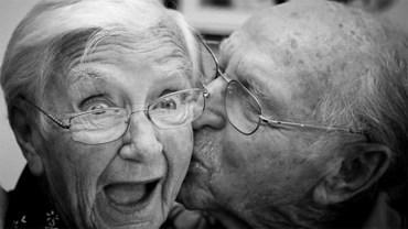 Dla prawdziwej miłości nie ma znaczenia upływający czas. Te pary są na to prawdziwym dowodem!