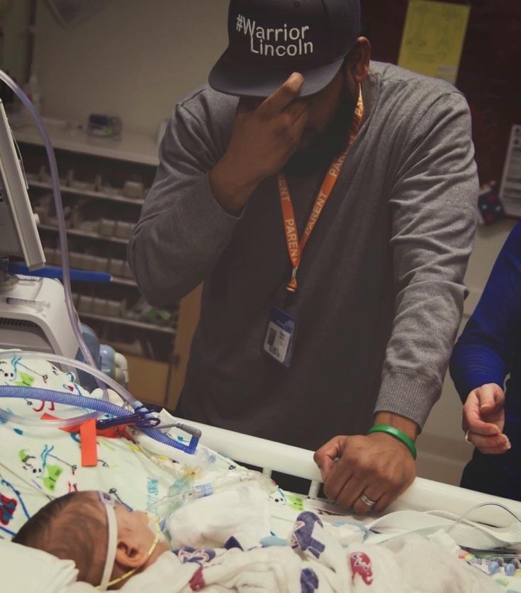 Sina rączka tego dziecka nie dawała żadnych złudzeń. Lekarze uznali je za martwe, lecz 12 minut później rodzice byli świadkami czegoś nieprawdopodobnego!
