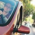 Jeśli nie chcecie stracić telefonu lub nawigacji GPS, to lepiej uważajcie, bo złodzieje znaleźli nową metodę na okradanie kierowców. To może spotkać każdego