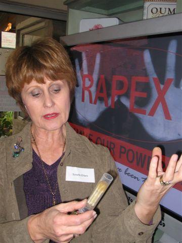 Ten niewielki gadżet to tajna broń przeciwko gwałcicielom! Żaden oprawca ze spotkania z The Rape-Axe nie wyjdzie bez szwanku
