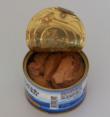 Do you buy tuna, convinced that you're eating healthy fish? Avoid it like the plague when it's in a can because it will only hurt you! 3