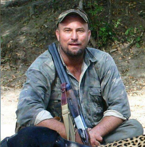 Karma wraca! Myśliwy zginął podczas polowania - zgniótł go słoń, do którego strzelał z przyjaciółmi