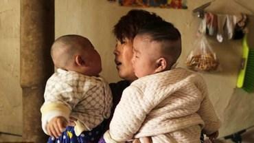 Para musiała wybrać, któremu z chorych synów zafundować leczenie. Nie wiedzieli, co robić, więc zrobili losowanie!