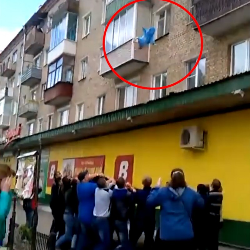 He threw his children and wife through a 5-story window – the neighbors did what they could to catch them 3