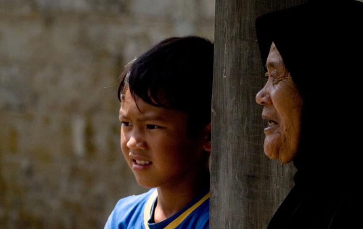 Stary Indianin przekazuje wnukowi ważną życiową prawdę. Warto jej posłuchać, bo wiele mówi o człowieku i jego naturze