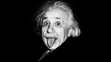 Przez to zdjęcie Einstein zyskał metkę szalonego naukowca. Miał jednak solidny powód, by wykonać obraźliwy gest. Komu i dlaczego wystawił język?