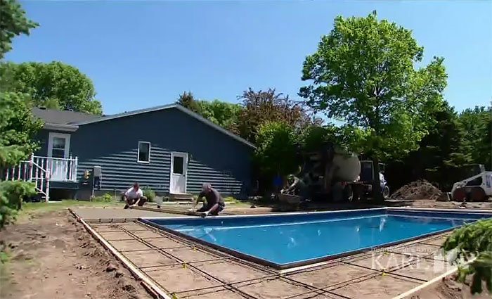 Instead of chasing the children, this neighbor built a pool for them. Something so that he did not feel lonely after the death of his wife 4