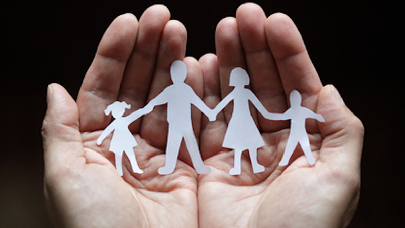 Adoptowana kobieta była zdumiona, gdy za jej rodziców podało się 50 par! Jeszcze dziwniej poczuła się po testach DNA