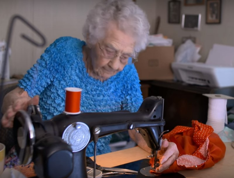 """I'm not too old to work,"" says this 100-year-old seamstress! This woman is sewing dresses for poor girls in Africa 3"