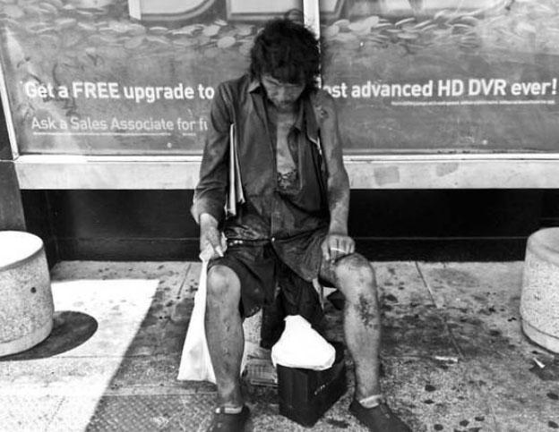 Gdy zaczęła fotografować bezdomnych, nie miała pojęcia, że wśród nich odnajdzie... swojego ojca! To spotkanie zmieniło wszystko