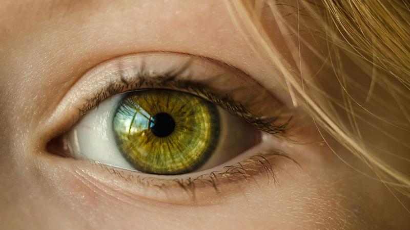 Bezdomny mężczyzna zawołał Wanję po imieniu. Kiedy kobieta spojrzała mu w oczy, oniemiała pod wpływem emocji