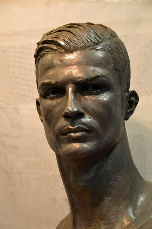 The famous bust of Ronaldo was replaced. Now people think that it is too handsome! 5