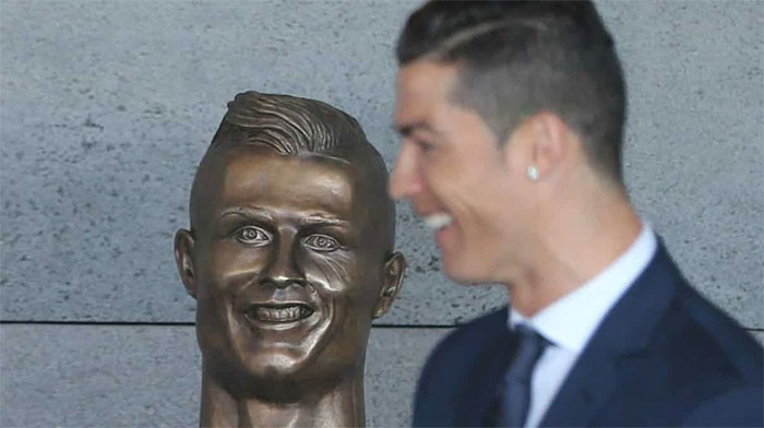 The famous bust of Ronaldo was replaced. Now people think that it is too handsome! 3