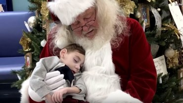 Mikołaj odwiedził terminalnie chorego chłopca. Ta wizyta na długo pozostanie w jego pamięci