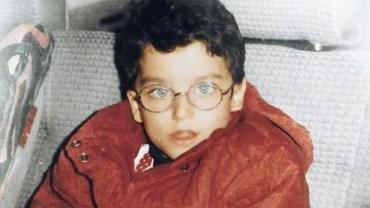 Dokuczano mu w szkole, bo miał zeza i nosił grube okulary. Gdy dorósł, został modelem i utarł nosa wszystkim!