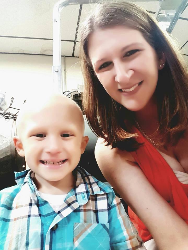 """""""Będę czekał na ciebie w niebie"""" - powiedział mamie 4-latek. Jego historia poruszyła miliony serc"""