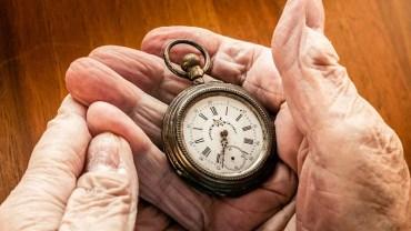 Ojciec dał synowi przed śmiercią stary zegarek i kazał go sprzedać. To wartościowe przesłanie mężczyzna zapamięta na całe życie!