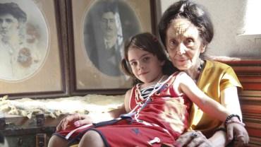 Zaszła w ciążę wieku 66 lat, a ludzie nie dawali jej żyć. Jak się dziś ma najstarsza matka świata?