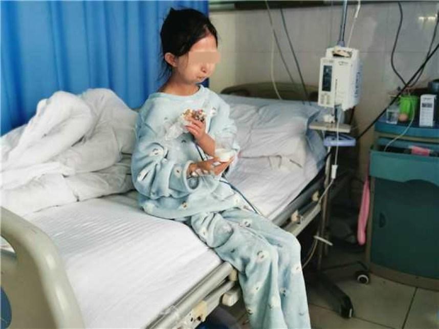 24-letnia dziewczyna głodziła się, aby zapewnić bratu odpowiednie leczenie. Ważyła zaledwie 21 kilogramów