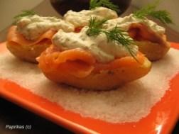 Crème citronée à l'aneth sur son lit de saumon et de pommes de terre