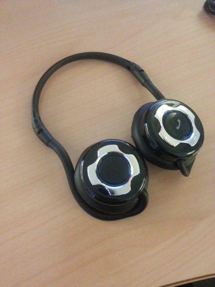 Casque stéréo bluetooth SoundWear SD10 déplié