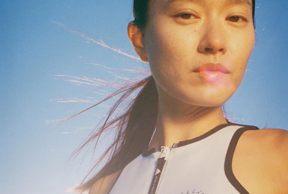 adidas by Stella McCartney dévoile sa collection BEACH DEFENDER