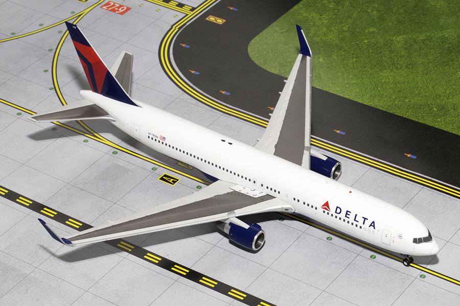 DELTA B767-300(W) (N176DN): www.JetCollector.com