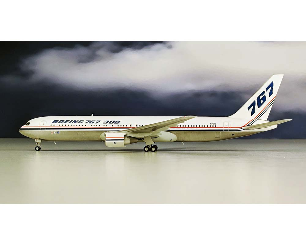 JC WINGS BOEING B767-300 House livery w/stand N767S 1:200 Scale LH2BOE111: www.JetCollector.com