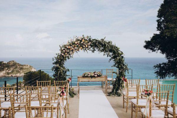 arche-florale-pour-mariage-de-destination-en-sicile