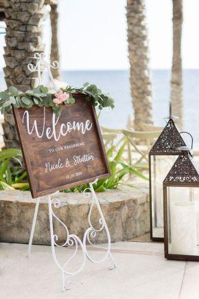 signe de bienvenue de mariage sur la plage