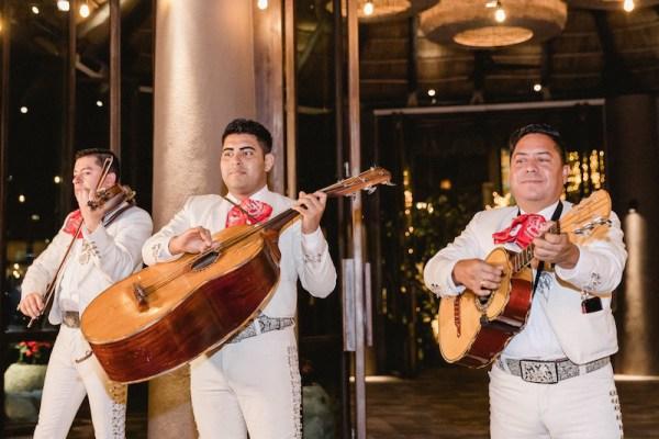 bande de mariachi au mariage