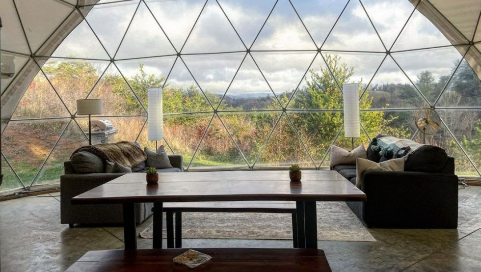 Asheville Glamping (Instagram: @snacksonthe_scenicroute)