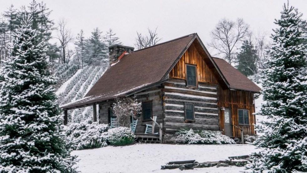 Boyd Mountain Log Cabins (Instagram: @brindleyy)