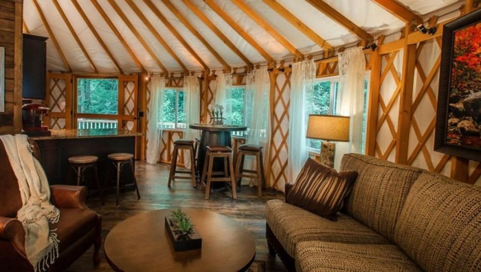 Lakes End Cabin & Yurt Rentals (Instagram: @staynantahala)