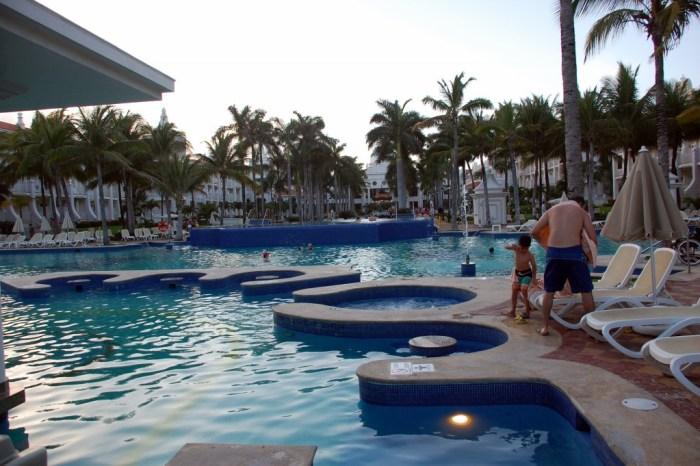 RIU Palace Riviera Maya pool
